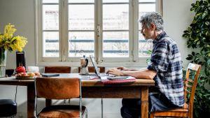 Lockdown at work: hoe voelt u zich bij het telewerken? Doe de test met De Tijd